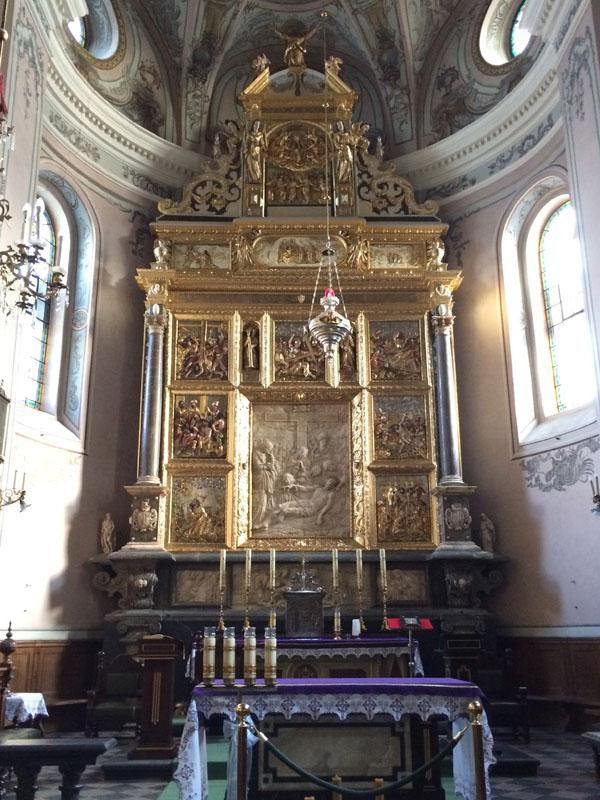 10. Ołtarz główny z płaskorzeźbą Zdjęcie z krzyża, poł. XVII w.