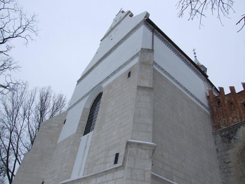 5. Prezbiterium gotyckiego kościoła z renesansową dekoracją sgraffitową (tynki, kamień, cegła, sgraffito-prace kompleksowe).
